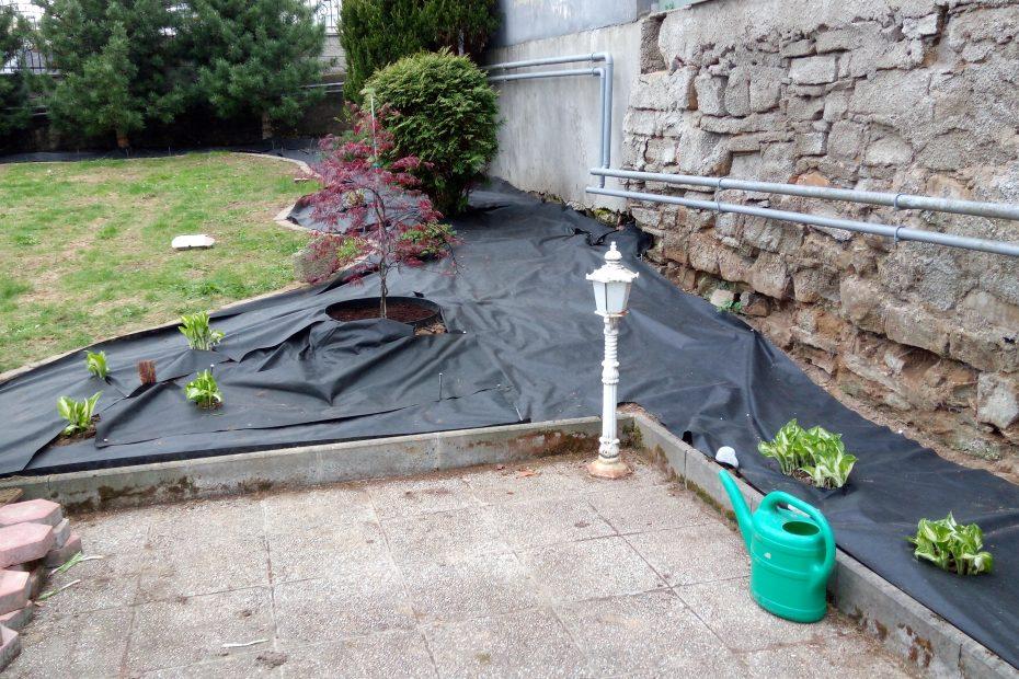 Proces realizácie okrasnej záhradky - okrasná záhrada s fóliou